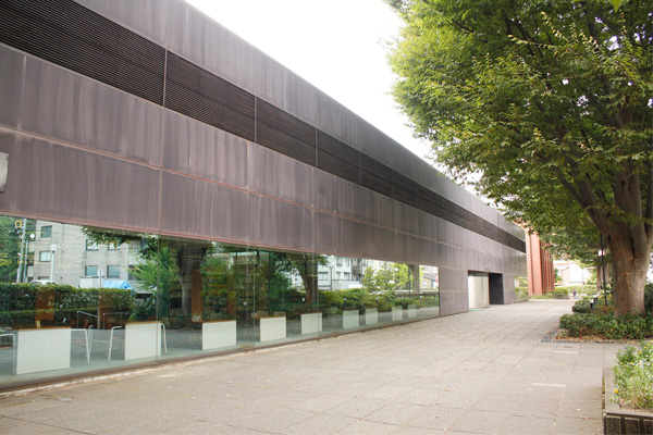玉川図書館の外観写真です